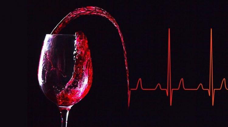 Beneficios de tomar una copa de vino en las comidas